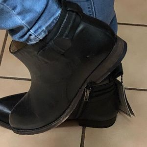 Brand new FRYE ankle boots bootie sz 8